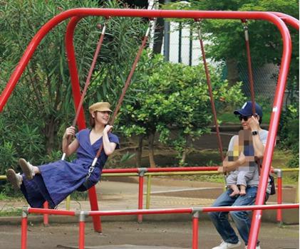 渡部と佐々木希のフライデー写真